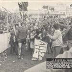 Michel André, auteur du premier but à Brest face à Lorient, est congratulé par les supporters d'En Avant