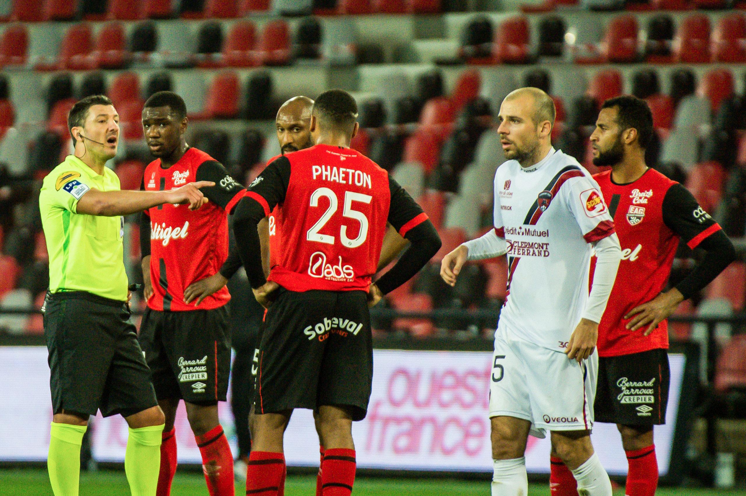 EA Guingamp Clermont Foot 63 0 5 J28 Ligue 2 BKT EAGCF63 _PAS9153