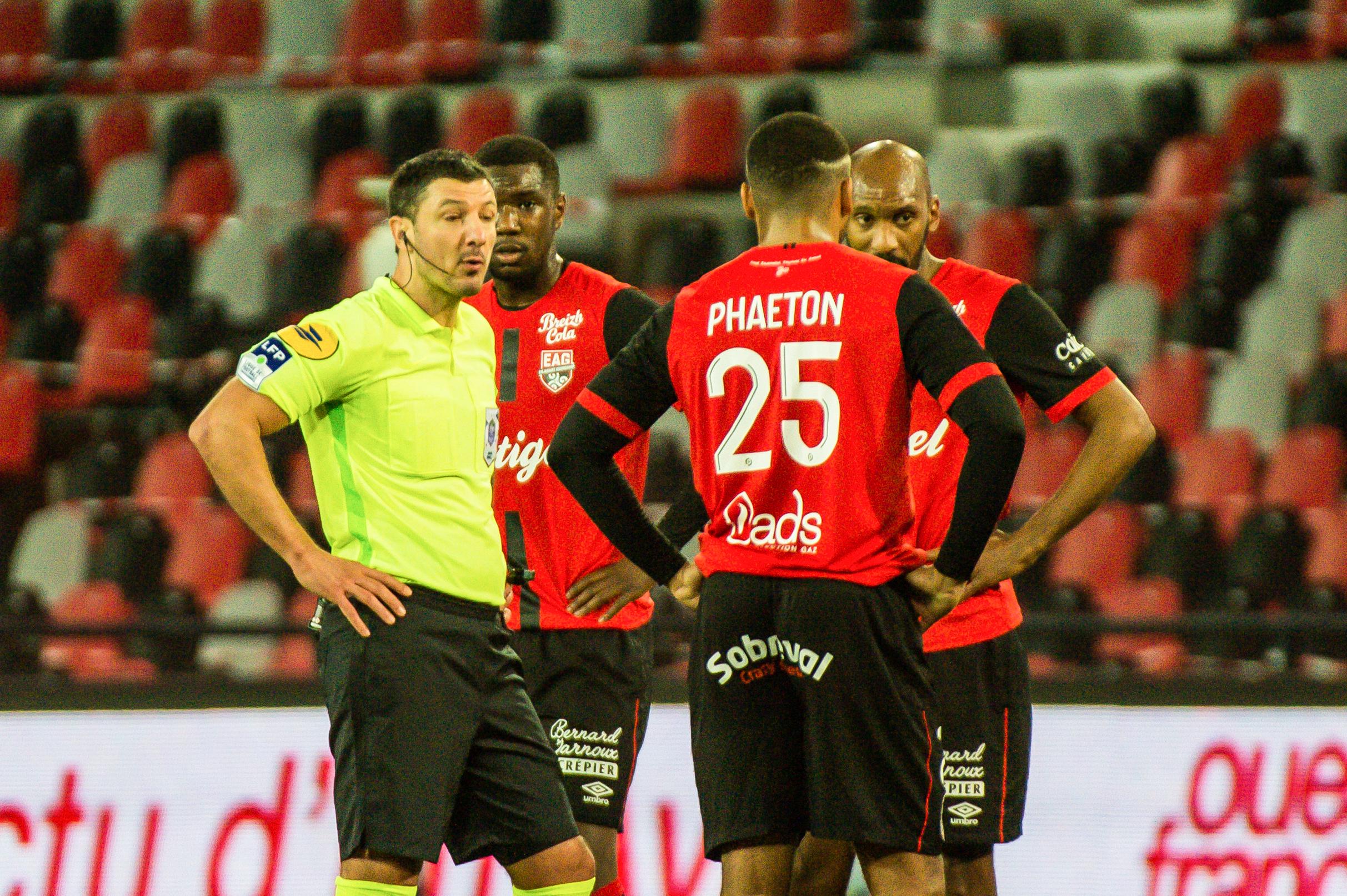 EA Guingamp Clermont Foot 63 0 5 J28 Ligue 2 BKT EAGCF63 _PAS9157-2