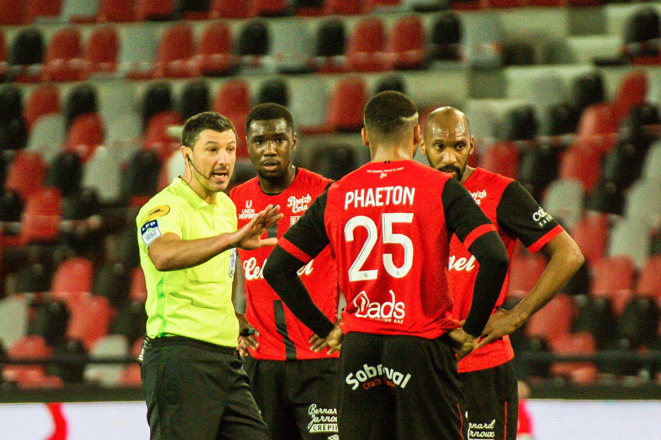 EA Guingamp Clermont Foot 63 0 5 J28 Ligue 2 BKT EAGCF63 _PAS9159-2