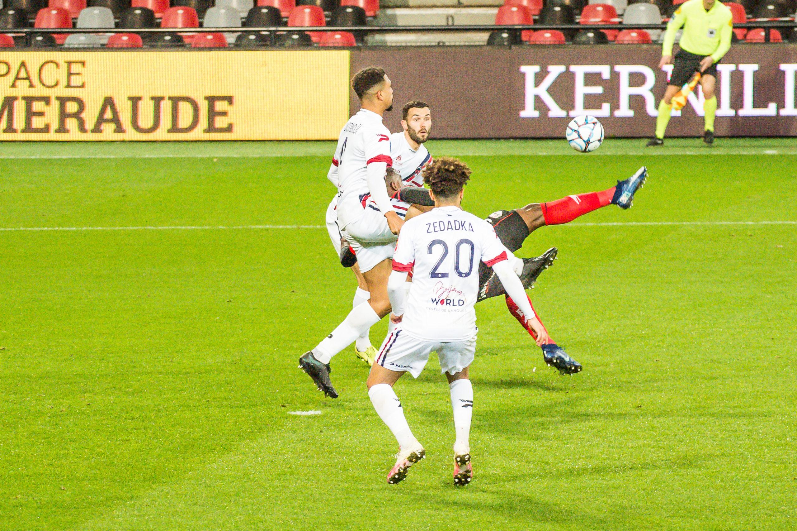 EA Guingamp Clermont Foot 63 0 5 J28 Ligue 2 BKT EAGCF63 _PAS9212