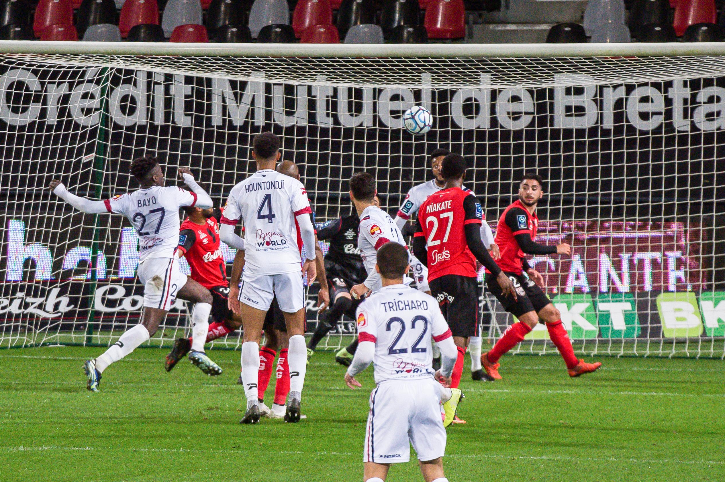 EA Guingamp Clermont Foot 63 0 5 J28 Ligue 2 BKT EAGCF63 _PAS9433