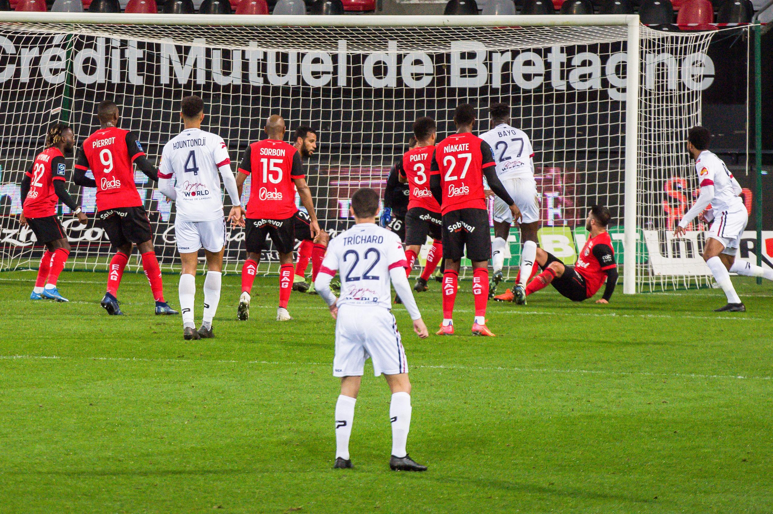 EA Guingamp Clermont Foot 63 0 5 J28 Ligue 2 BKT EAGCF63 _PAS9444