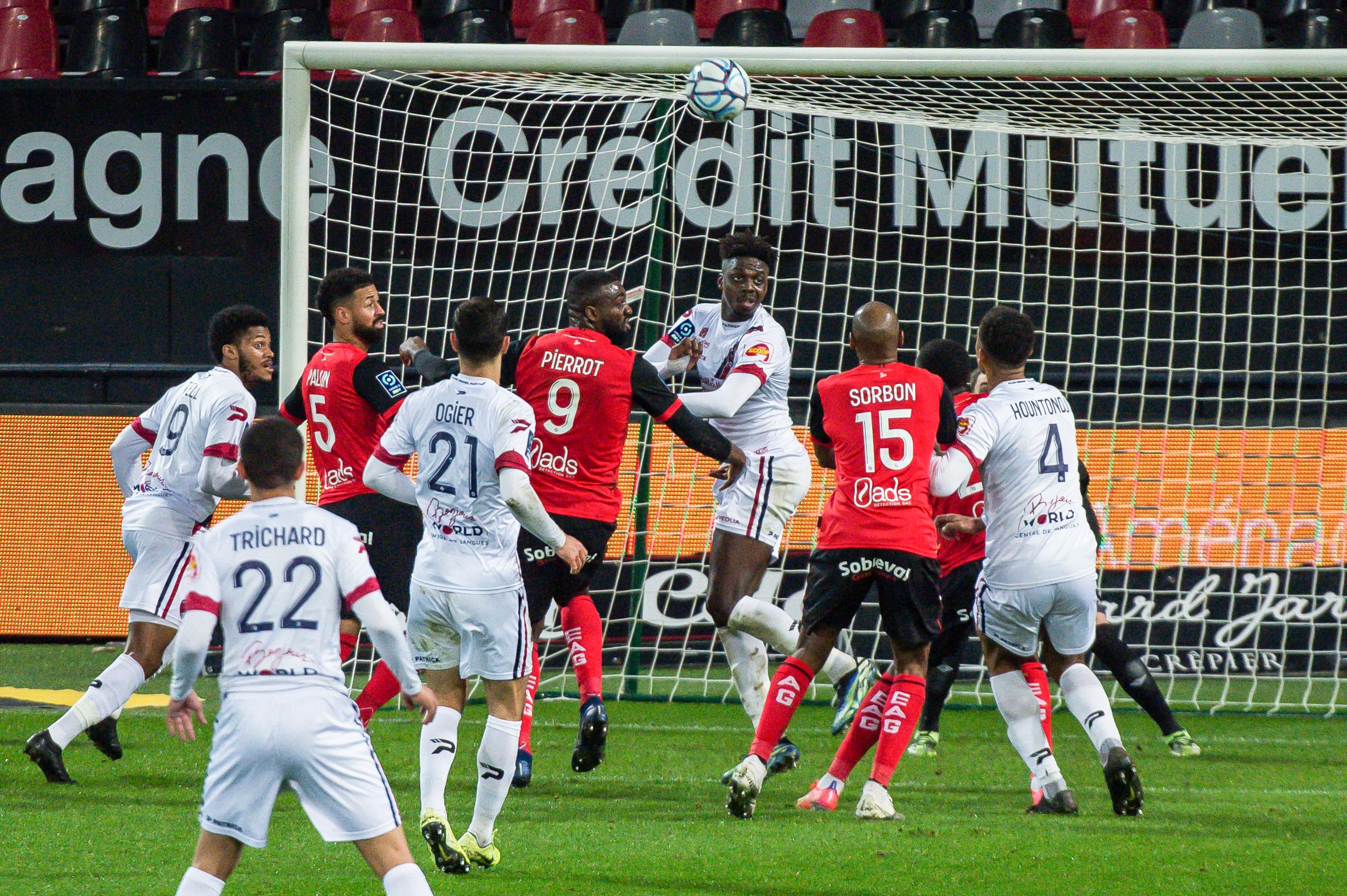 EA Guingamp Clermont Foot 63 0 5 J28 Ligue 2 BKT EAGCF63 _PAS9512